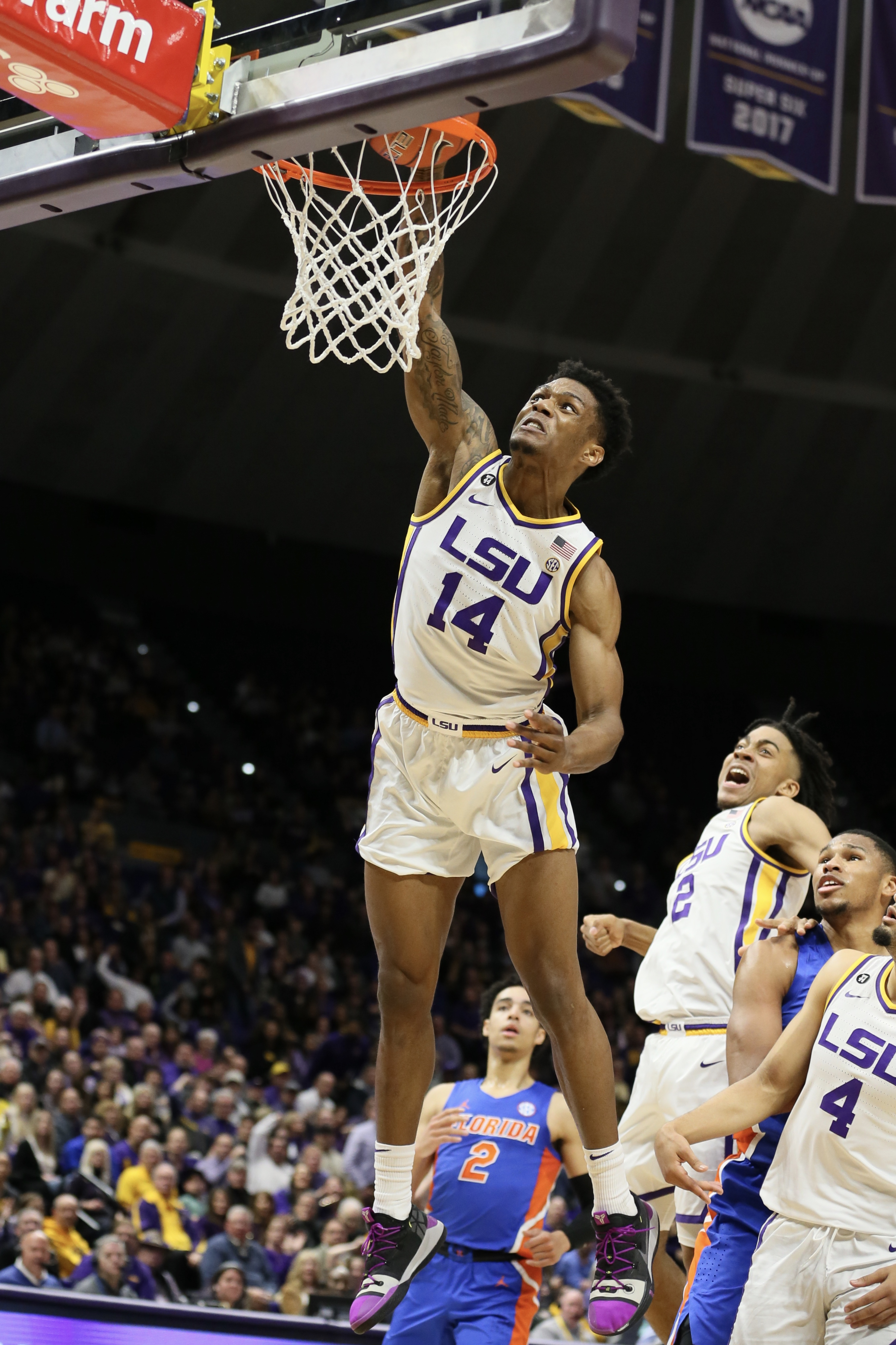Lucky Or Good Lsu Is A Bit Of Both In A 2 Point Win Over Florida To Stay Atop The Sec